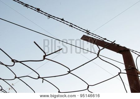 Protection Wire Fence With Barbed Wire