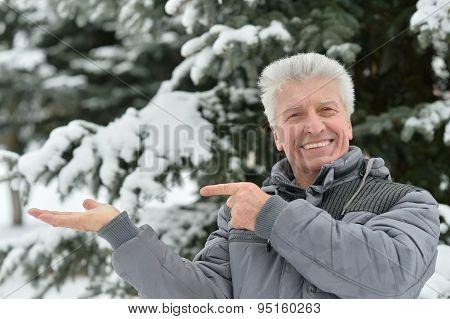 Elderly man in winter  pointing