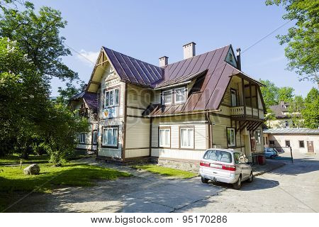 Wooden Villa Named Lomnica In City Of Zakopane