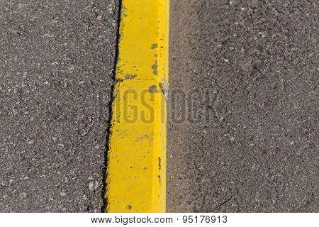 Yellow Curb Stone Border