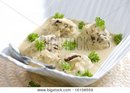 mushroom dumplings in egg-plan cream