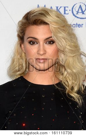 LOS ANGELES - DEC 7:  Tori Kelly at the  at the  at Hollywood Palladium on December 7, 2016 in Los Angeles, CA