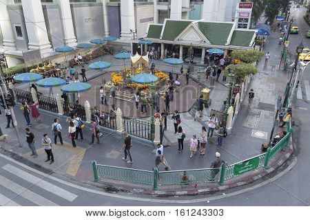 BANGKOKTHAILAND - NOV 26 : view of Unidentified people worship in Erawan shrine at Ratchaprasong Junction on november 26 2016. Erawan shrine is famously sacred place in bangkok