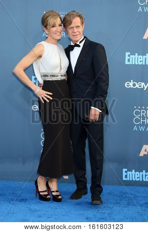 LOS ANGELES - DEC 11:  Felicity Huffman, William H Macy at the 22nd Annual Critics' Choice Awards at Barker Hanger on December 11, 2016 in Santa Monica, CA