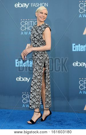 LOS ANGELES - DEC 11:  Michelle Williams at the 22nd Annual Critics' Choice Awards at Barker Hanger on December 11, 2016 in Santa Monica, CA