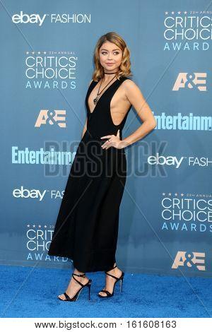 LOS ANGELES - DEC 11:  Sarah Hyland at the 22nd Annual Critics' Choice Awards at Barker Hanger on December 11, 2016 in Santa Monica, CA