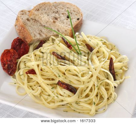 Spaghetti Pasta With Sun Dried Tomato