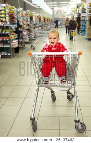 crying baby in supermarket