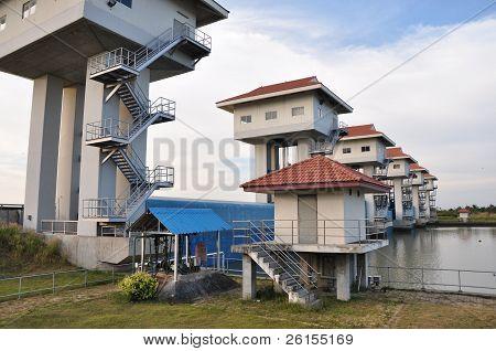 Compuerta Bangpakong Dam