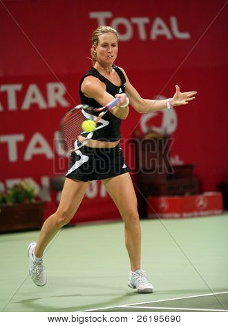 Meghann Shaughnessy in action in the doubles vs Kirilenko/Hingis at Qatar Total Open, March 2, 2007.