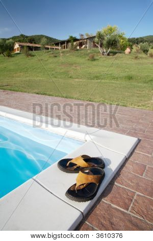 Flip-Flops Swimming-Pool