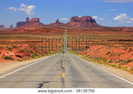 Snelweg in Monument Valley.