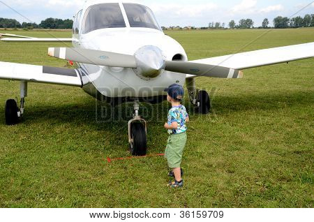 Air Show - Kid And Plane
