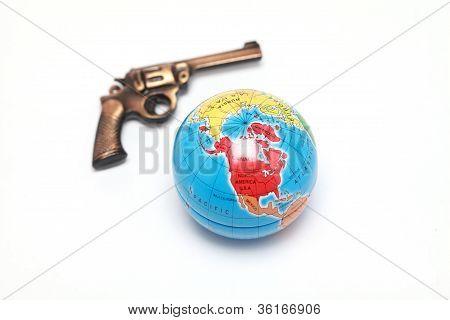 Globo e arma de brinquedo