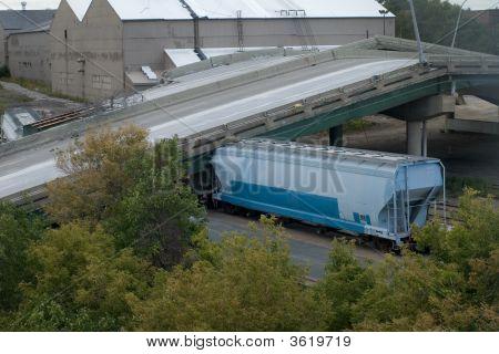 Train Trapped Under 35W Bridge Deck