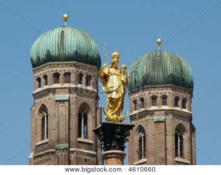 Mariensäule And Frauenkirche In Munich