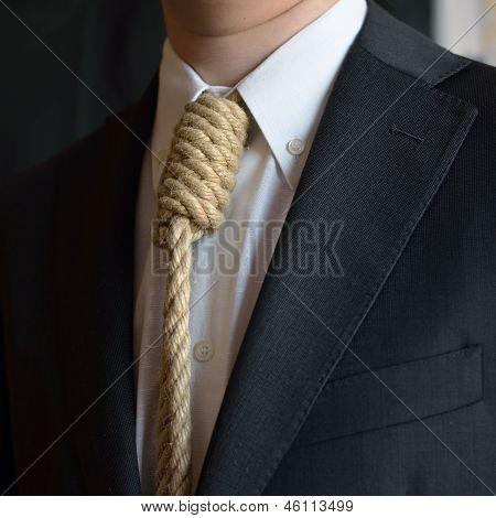 Porträt des Mannes mit Schleife um den Hals