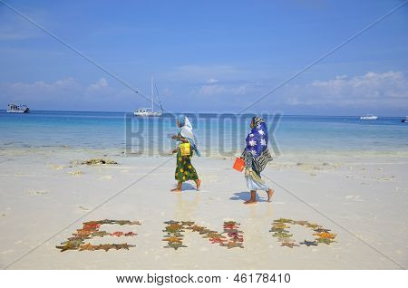 Woman with colorful clothes looking for shellfishes