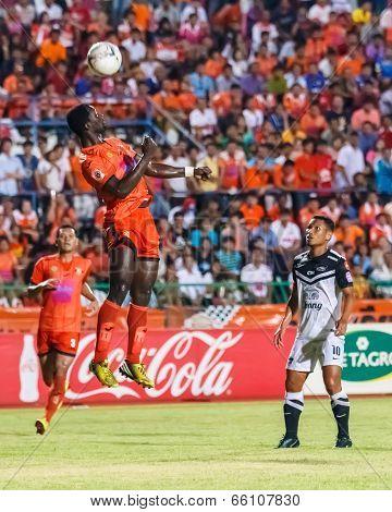 Sisaket Thailand-may 28: Godwin Antwi Of Sisaket Fc. (orange) In Action During Thai Premier League B