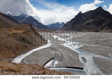 View From Indian Himalayas - Mountain And River Valley - Way To Parang La And Takling La Passes, Pas