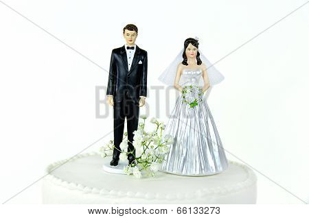 wedding couple on cake