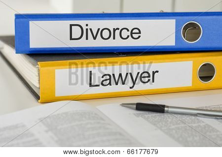 Folders with the label Divorce and Lawyer