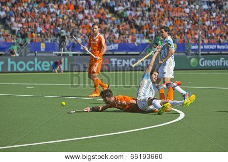 THE HAGUE, NETHERLANDS - JUNE 1: Dutch player Kemperman is tackeled by Argentinian player Gilardi during the Hockey World Cup. NED beats ARG 3-0