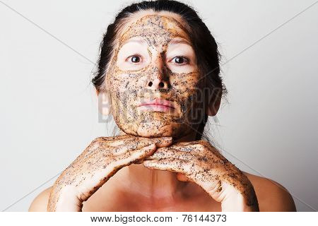 Mature woman making cosmetic mask .