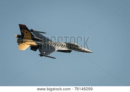 Turkish Airforce F16  Solo Diplay Aircraft
