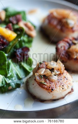 Garnished Scallops with Mango Salad