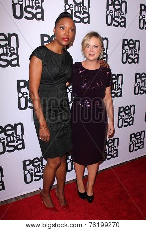 LOS ANGELES - NOV 11:  Amy Poehler, Aisha Tyler at the PEN Center USA 24th Annual Literary Awards at the Beverly Wilshire Hotel on November 11, 2014 in Beverly Hills, CA