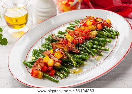 Green beans with bacon and vegetables