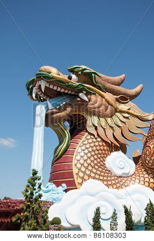Dragon on top of a Chinese temple