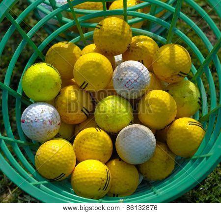 Golf bucket with drivingrange balls
