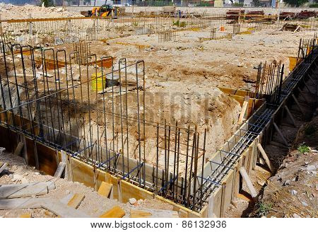Wood formwork and reinforcing steel bars use
