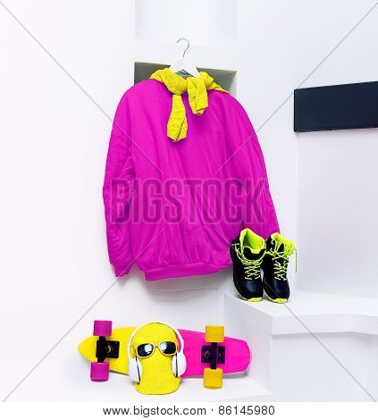 Set Skateboarder. Accessories. Skateboard, Sweatshirt, Sneakers, Headphones, Hat, Glasses In White I