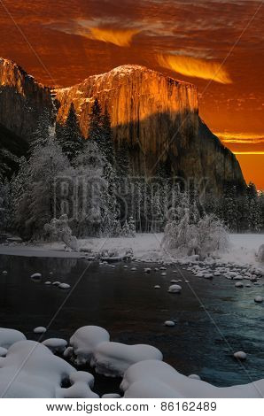 Colorful sunset at El Capitan, in Yosemite valley