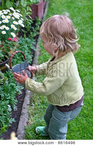 Jugando en el jardín