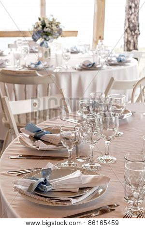 Elegant Wedding Table Arrangements