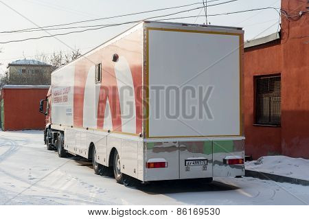 Mobile unit of delivery and blood transportation
