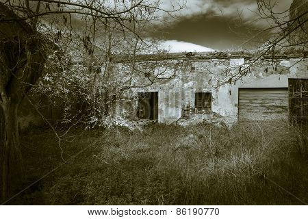 monochrome of an abandoned house