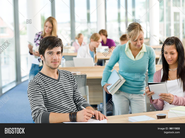 Три студентки и один студент 28 фотография