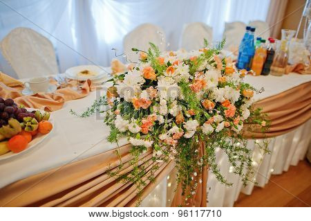 Wedding Restaurant And  Decorated Banquet Table