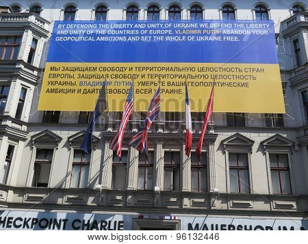 Checkpoint Charlie Notice