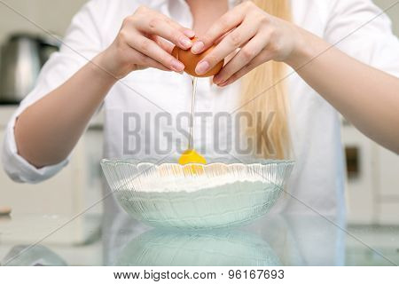 Young healthy woman is baking tasty pastry