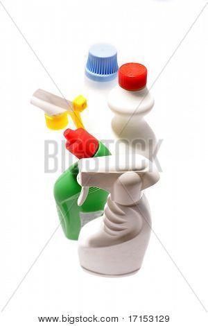Limpeza garrafas isoladas sobre o branco