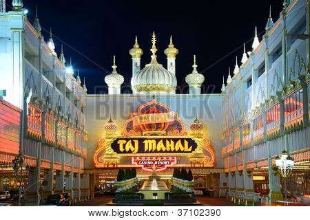 ATLANTIC CITY - SEPTEMBER 8: Trump Taj Mahal 8. September 2012 in Atlantic City, New Jersey. Das Casino ist o
