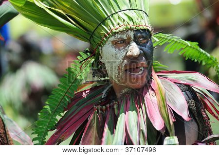 GOROKA, PAPUA, NEW GUINEA - SEPTEMBER 17: colorful portrait of  an aboriginal at Goroka Tribal Festival. Papua New Guinea on September 17, 2011 in Goroka, Papua New Guinea.