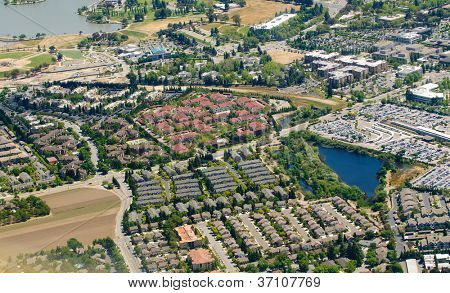 aerial image of urban sprawl in Northern California leading to loss of habitat for wildlife