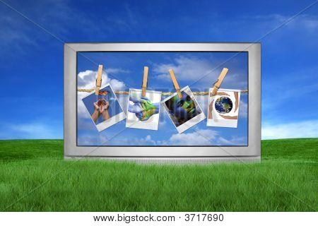 großer tv außerhalb mit globalen Fragen auf dem Bildschirm